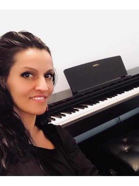 Ms Eszter